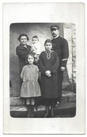 Saintes Carte Photo De Famille Saintes Janvier 1925 - Saintes