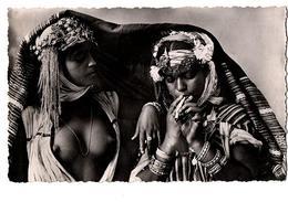 AFRIQUE DU NORD FUMEUSES MAURESQUES  SEINS NUS ANIMEE - Cartes Postales
