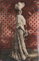 J16- ARTISTE FEMME - FRAU - LADY - CAUX - PAR REUTLINGER , PARIS - (OBLITERATION DE 1906 - 2 SCANS) - Artistes