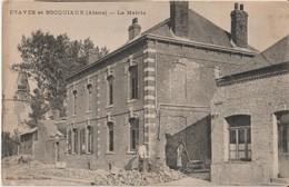ETAVES Et BOCQUIAUX ( Aisne ) - La Mairie. Travaux Devant La Mairie. - Otros Municipios