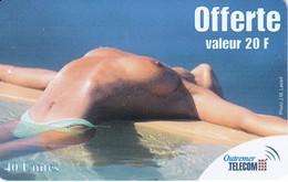 TARJETA DE ANTILLAS FRANCESAS DE 20 FF DE UNA CHICA SEXI  (OUTREMER TELECOM) - Antillas (Francesas)