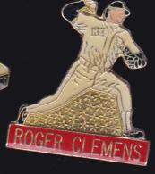 62158-Pin's-William Roger Clemens, Surnommé Rocket, Est Un Ancien Lanceur Droitier De Baseball - Baseball