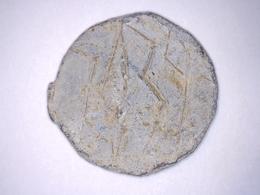 Plomb De Scellé D'étoffe Numéro 7039 De La Pièce Marqué Dessus Diamètre 25 Mm Env - Archaeology