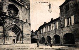 12145        GOURDON   PORTAIL DE L EGLISE ET L HOTEL DE VILLE - Gourdon