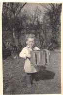 ¤¤  -  Cliché D'un Enfant Jouant De L'Accordéon  -  Accordéonniste  -  Voir Description   -  ¤¤ - Music And Musicians