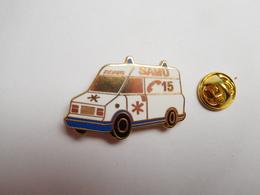 Beau Pin's En Zamac , Médical , Ambulances SAMU , Ronis , Fourgon Peugeot Citroën - Médical