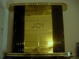 PRESENTOIR PUBLICITAIRE JOY DE JEAN PATOU - Produits De Beauté