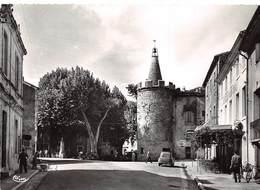 34 .n° 21631 . Saint Martin De Londres . Cafe .place De La Mairie Et La Tour .vue Generale . Cpsm.10.5 X 15cm . - France