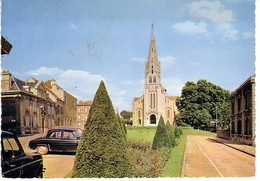 Coulommiers ( Place église , Dauphine Renault 4L - Coulommiers