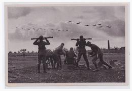 DT- Reich Propaganda Sammelbild (003791) Adolf Hitler Bild 138, Entfernungsmessen Der Flagbatterie Am Tage Der Wehrmacht - Alemania