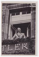 DT- Reich Propaganda Sammelbild (003804) Adolf Hitler Bild 127, In Der Stadt Der Parteitage. Am Fenster Des Hotels - Alemania