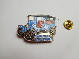 Superbe Big Pin's En Relief , Médical , Ambulances Saint Jacques , Auto Ancienne - Médical
