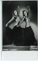 PHOTOGRAPHIE SUR PAPIER VERS 1950. DANSEUSES DARK LADIES. PHOTO STUDIO 90 HOLLYWOOD LA CANEBIERE - Altri