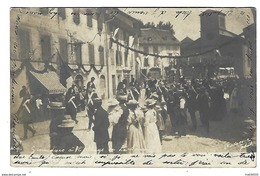 SUISSE - RARE CARTE-PHOTO - LA SARRAZ - Carabiniers Défilant à L'Abbaye - 1908 - VD Vaud