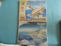Lot De 2 Maquettes D'avions - Avions