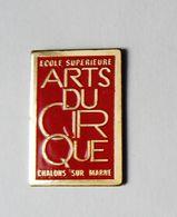 Pin's Ecole Supérieure Arts Du Cirque -  RE/01 - Pin's