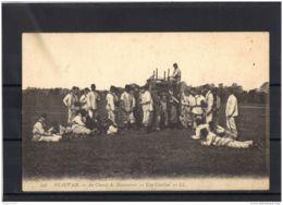 60323 . BEAUVAIS .  AU CHAMP DE MANOEUVRES . UNE CANTINE . LL .   DATEE EN 1924 - Beauvais