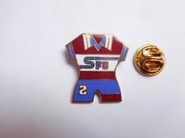 Superbe Pin's En EGF , Football , Maillot SFC , Servette Football Club , Genève , Suisse - Football