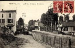 Cp Regny Loire, La Gare, Passage A Niveau, Bahnhof, Bahnübergang, Lokomotive - Trains