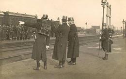 RPCP :  YPRES, IEPER , YPER,  Soldaten Op Het Station, Soldats à La Gare, 1913, Photo Of Old Postcard, 2 Scans - Krieg, Militär