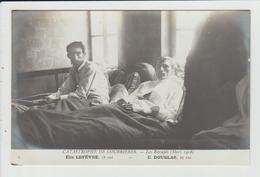 COURRIERES - PAS DE CALAIS - CATASTROPHE MINIERE DE MARS 1906 - LES RESCAPES - LEFEVRE ET DOUGLAS - Andere Gemeenten