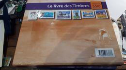 France Livre Des Timbres De L'année 2010 Complet Neuf Un Petit Choc Sur Le Carton - 2010-....