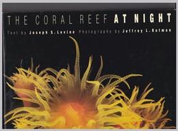 The Coral Reef At Night Par Joseph S..Levine - Exploration/Voyages