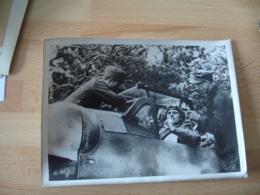 Guerre 39.45 Photo De Presse  Pilote Allemand Messerschmidt 109 Dans Son Cokpit - Guerre, Militaire