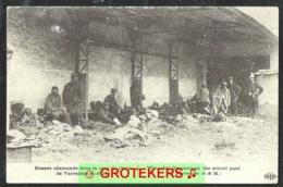 VARREDDES Blessés Allemands Dans La Cour De L'école / Wounded Germans In The School Yard - Autres Communes