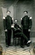 N°3716 T -carte Photo Officiers En Tenue - Uniformes