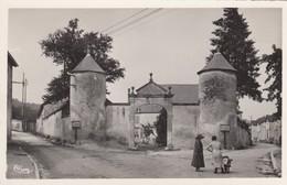 DOULAINCOURT (Haute-Marne): Entrée Du Château De Montrol - Doulaincourt