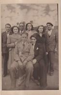 CARTE PHOTO De Famille En Arrière Plan Le Paquebot NORMANDIE - Photographs