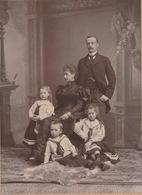 FOTO 26 X 17.5 CM BARON CASIER MET VROUW EN KINDEREN  - BOUTE - RUE DE BRABANT 23 GAND FOTOGRAAF 2 SCANS - Ancianas (antes De 1900)