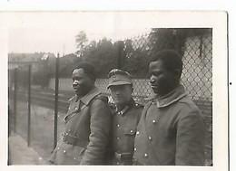 Orig Photo All WW2 :  ST DIE, Vosges ( 88 ) Prisonniers SENEGALAIS Et Gardien , Campagne De France , 22 Juin 1940 - 1939-45