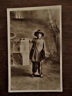 Oude Fotopostkaart  Jongen Met Krant   Editura AD.  MAIER &  D. STERN BUCURESTI  ROMANIA - Roemenië