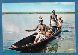 AFRIQUE EN COULEURS SCENE AFRICAINE SUR LE FLEUVE - Cartoline