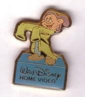 BD66 Pin's Signé Disney Nain Timide Home Vidéo Achat Immédiat - Disney
