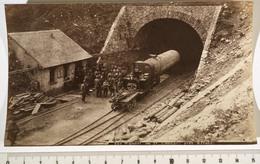 TUNNEL DU SAINT-GOTHARD, Airolo (Suisse) Photo 9,5x15cm. Ouvriers, Locomotive, Foreuses. - Métiers