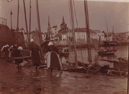 Snapshot Les Sables D'olonne La Chaume 1893 Port Bateaux Marché Pêche Animée - Photographs