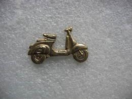 Pin's Doré D'un Scooter - Moto