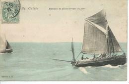 Calais - Bateau De Pêche Sortant Du Port - Calais