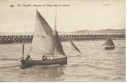 Calais - Barques De Pêche Dans Le Chenal - Calais