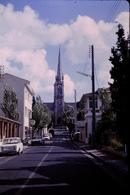 Photo Diapo Diapositive Slide Arcachon Eglise Simca 1000 Magasin Libre Service UNA En 1968 VOIR ZOOM - Dias