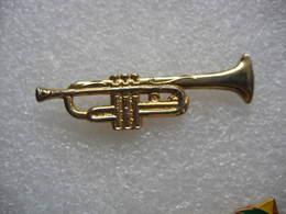 Pin's Doré D'une Trompette En 3D - Musica