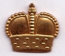 D351 Pin's épiphanie Couronne Roi Doré Superbe 27 Mm X 25 Mm Achat Immédiat - Pin's