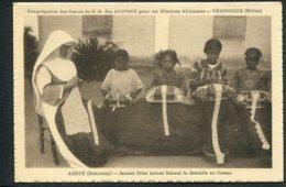 AFRIQUE - DAHOMEY - AGOUE - Jeunes Filles Noires Faisant La Dentelle Au Fuseau - Dahomey
