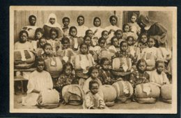 MADAGASCAR - TANANARIVE - Les Jeunes Malgaches De Cet Ouvroir - Dentellières - Madagascar