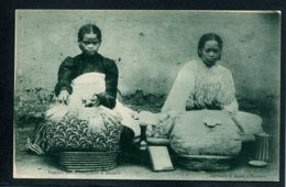 MADAGASCAR - Femmes Hovas Travaillant La Dentelle - Dentellières - Madagascar