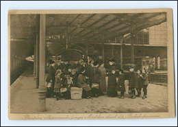 Y15418/ Bahnhofsmission Alleinreisende Junge Mädchen AK Ca.1915  - Chemins De Fer