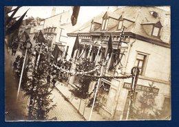 Belgique. Neufchâteau. Rue De Longlier. Fête Nationale. Pharmacie Oswald Campion Et Confiserie E. Evrard - Lieux